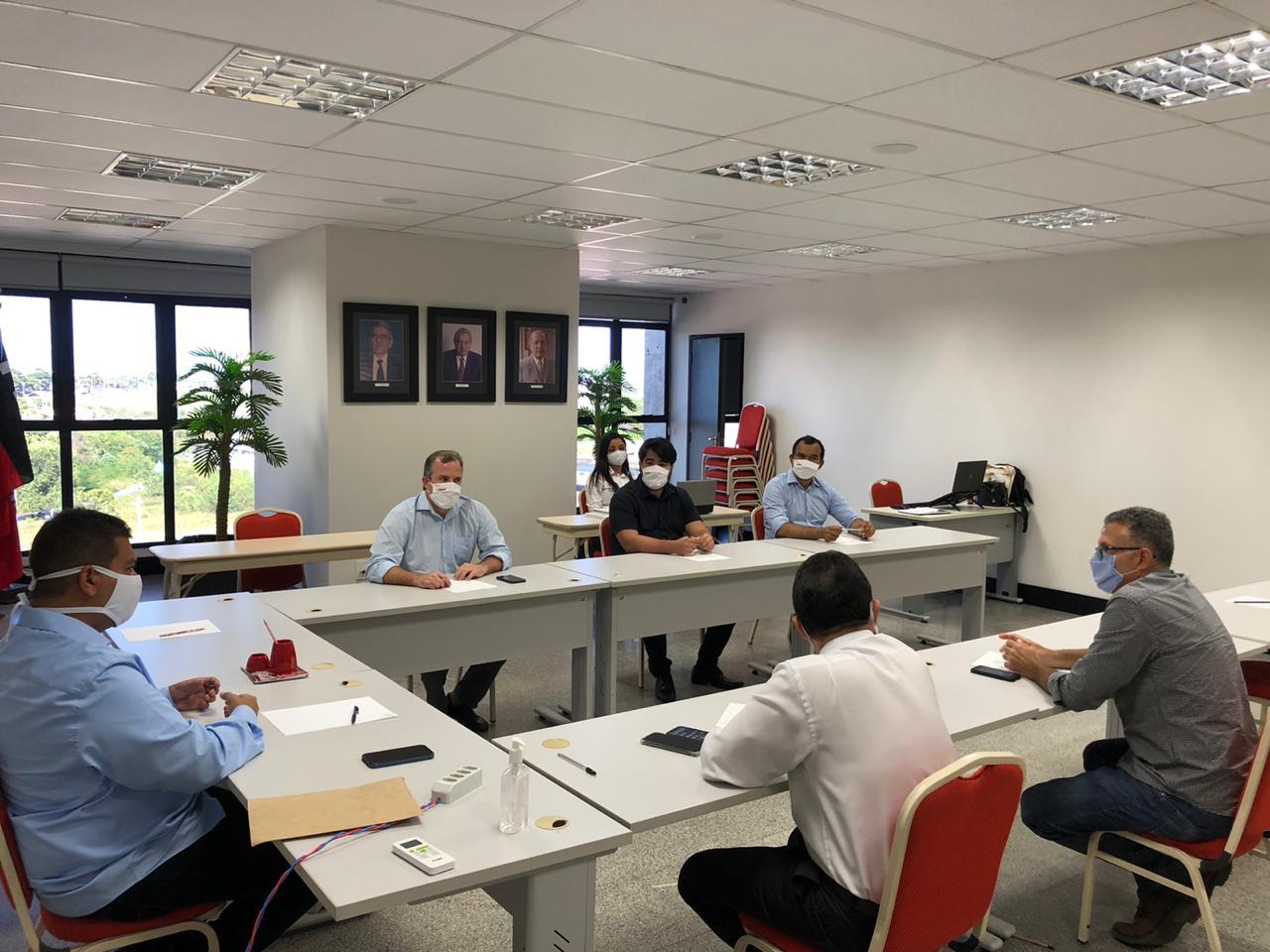 Diretores da FIEMA e SINDUSCON recebem representante da CIMAR para tratar do aumento no preço do cimento