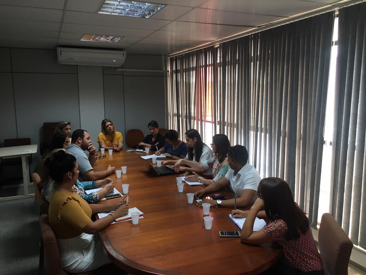 Equipe do Comunidade Ativa reúne com parceiros do projeto para realização de planejamento.