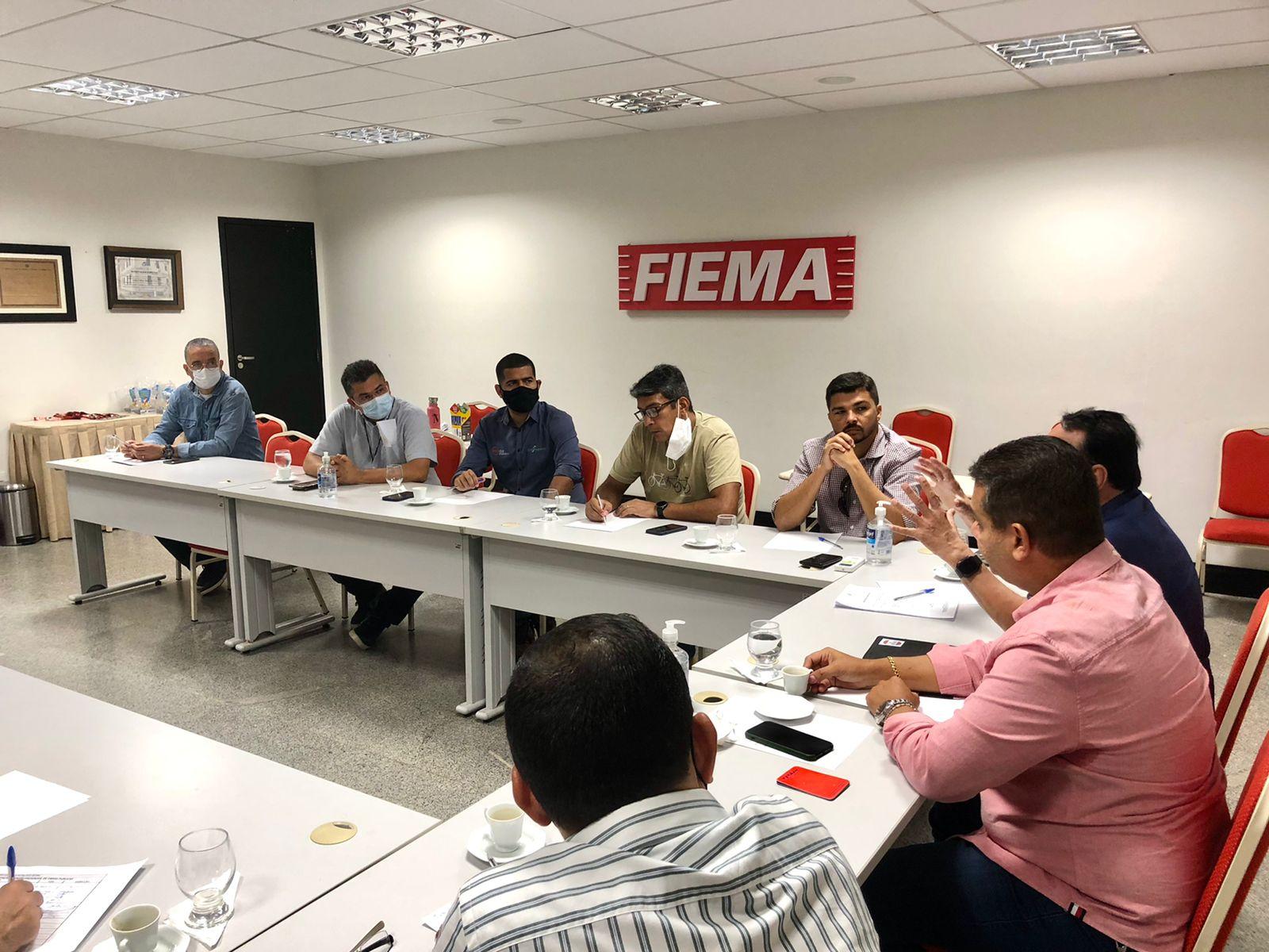 Reunião sobre atuação de associados em obras publicas